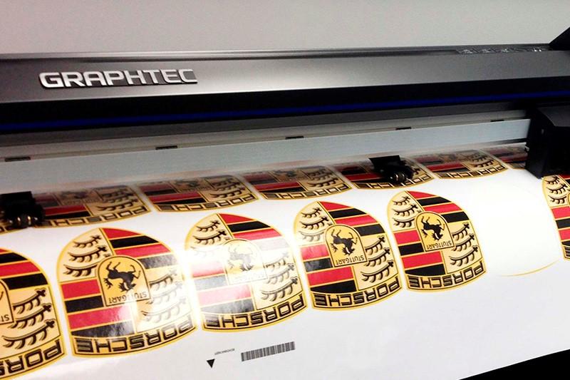 Печать фигурных наклеек в Москве | фото 4