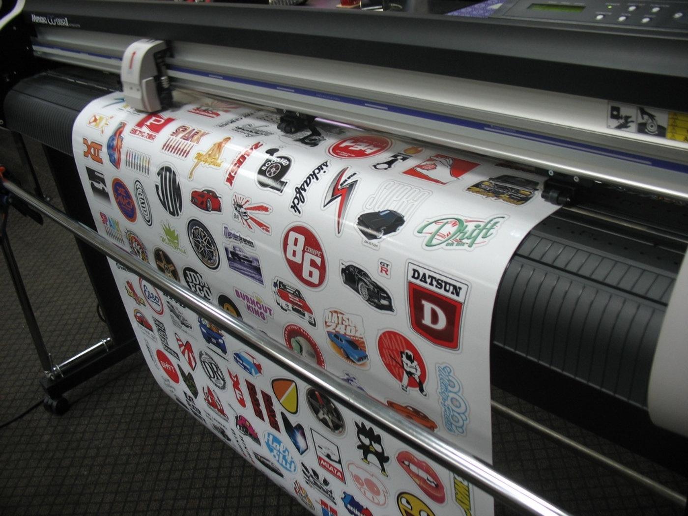 Печать стикеров на плёнке Orajet в Москве | фото 2