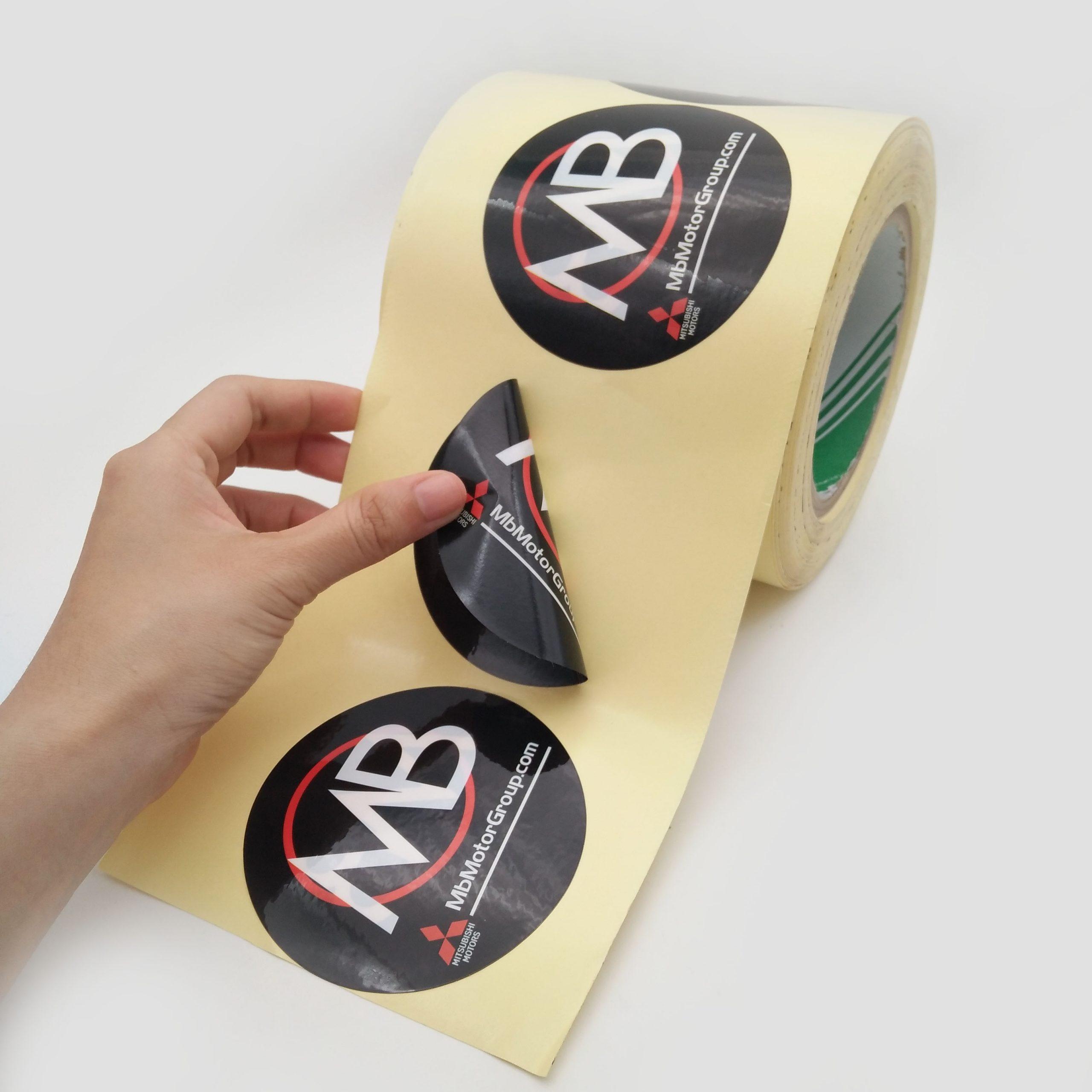 Печать двухсторонних наклеек в Москве | фото 1