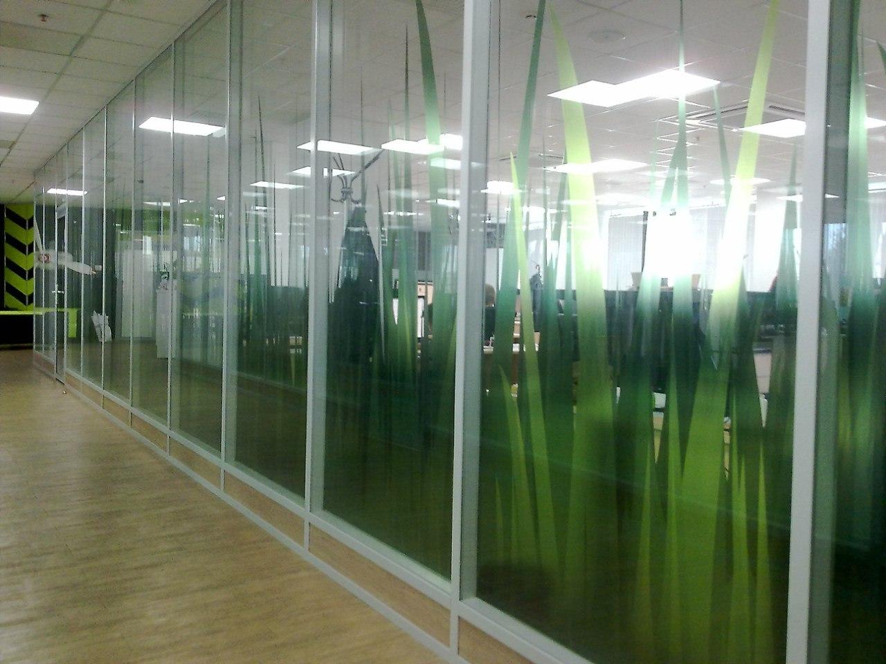 Печать наклеек на стекло витрины в Москве   фото 3