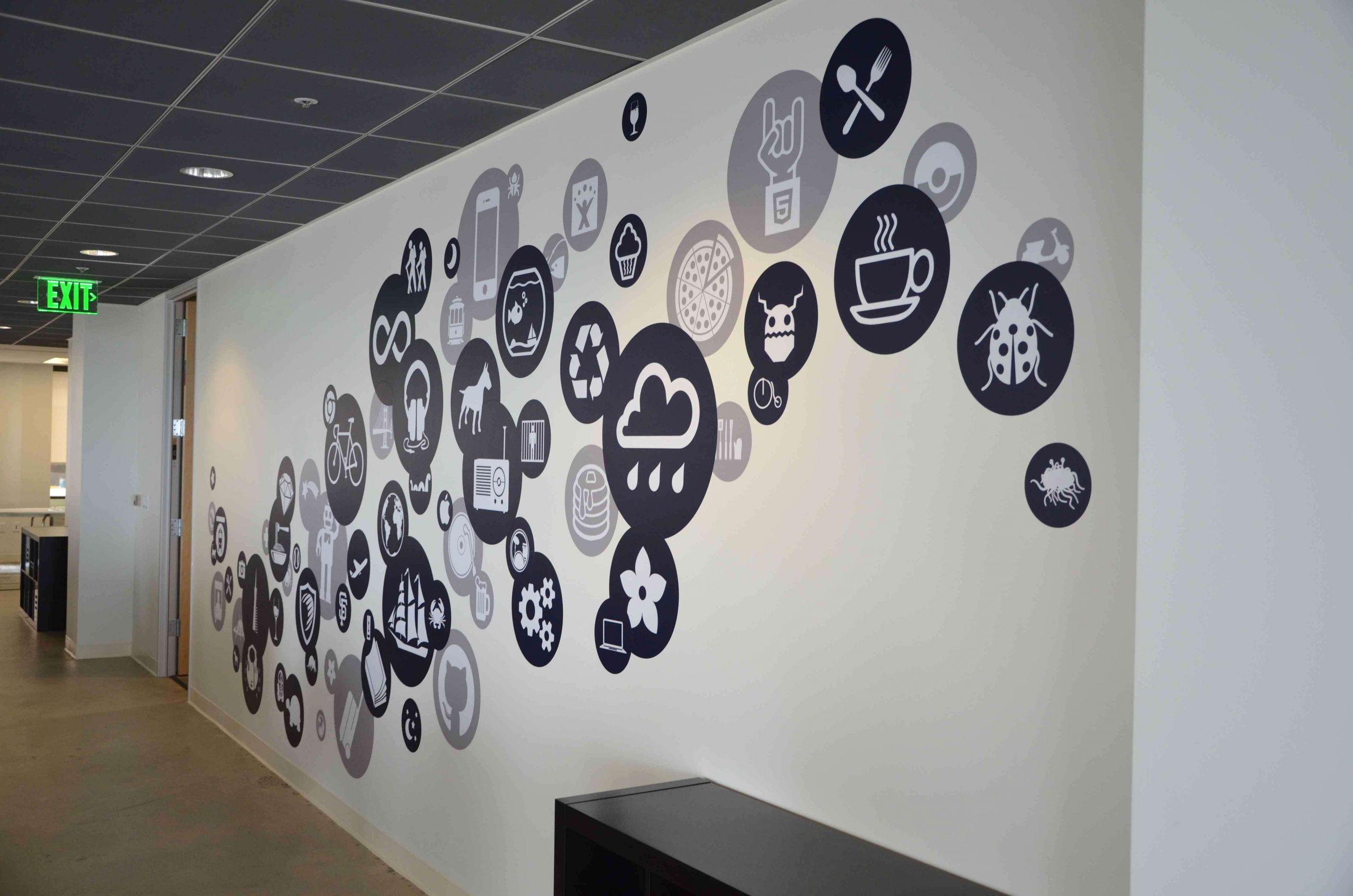 Печать интерьерных наклеек в коридор в Москве | фото 3