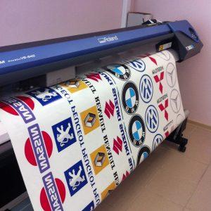 Печать наклеек большого формата