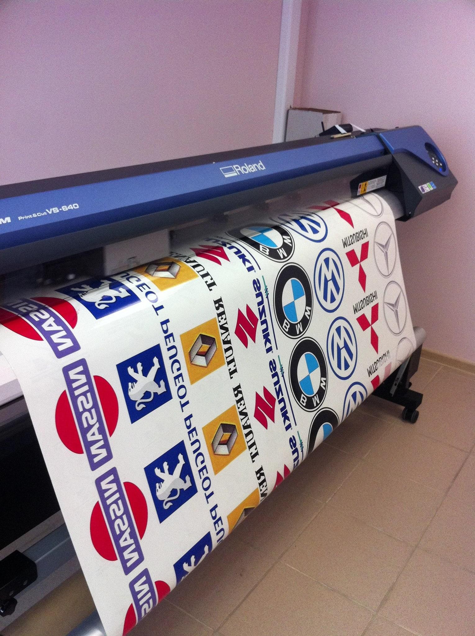 Печать наклеек большого формата в Москве   фото 1